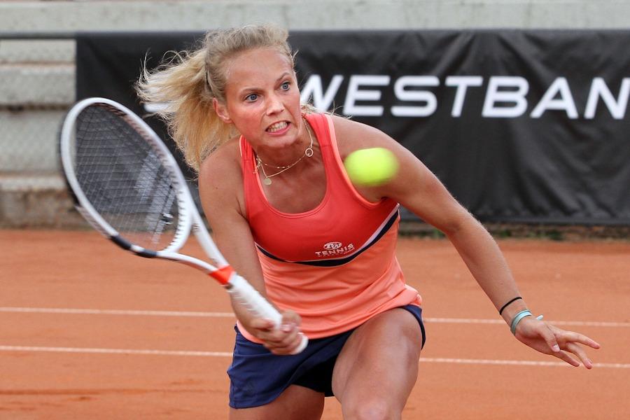 Fünfter Punkt: Kim Zimmermann holte beim 7:6 6:4 gegen Laura Pous Tio im engsten Match des Tages den fünften Waldau-Punkt in Hannover. | Foto: Dural