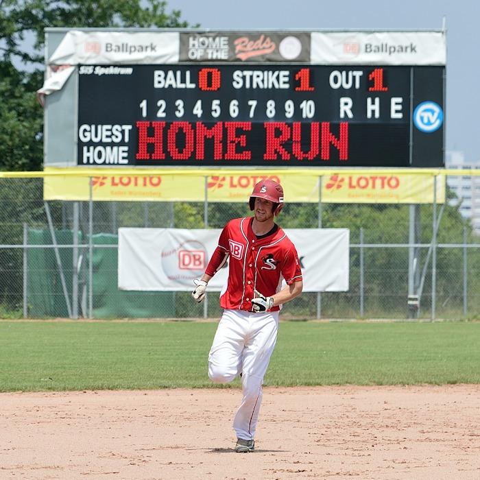 Mit zwei Homeruns am Samstag Nachmittag bringt Catcher Riley Moore zwischenzeitlich Freude in den Ballpark | Foto: Iris Drobny, www.drobny.photography