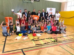 Das Team fit4future Baden-Württemberg mit den Schülern der Altenburgschule | Foto: Sahra Bakkou