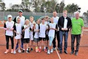 Das erfolgreiche Team des Bezirks C mit den Trainern Genadi Mihaylov und René Gramminger, Bürgermeister Markus Kleemann sowie Wolfgang Bösinger (TC Oberstenfeld, hinten v.l.) (Foto: WTB)