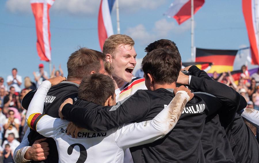 Die Freude bei der Deutschen Nationalmannschaft über den EM-Titel ist groß | Foto: DFBL www.faustball-liga.de