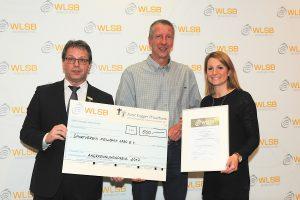 Ehrung durch die WLSB Sportstiftung mit dem Stiftungsvorsitzenden Andreas Felchle, GF Udo Wente und Sportlehrerin Imke Fleischmann | Foto: WLSB