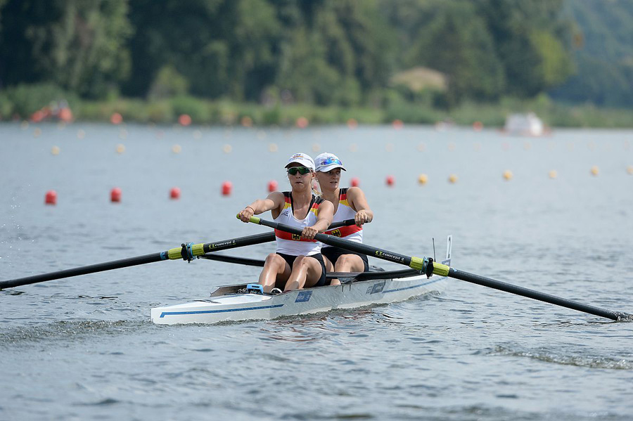 Marie-Christie Gerhardt (vorne) und Janika Kölblin (hinten) im Rennen bei der U23 WM 2018   Foto: meinruderbild.de
