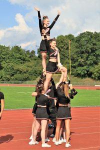 Bei jedem Heimspiel dabei: Die Cheerleader von Great Orange Fire feuern ihr Team an und begeistern das Publikum.   Foto: Silver Arrows
