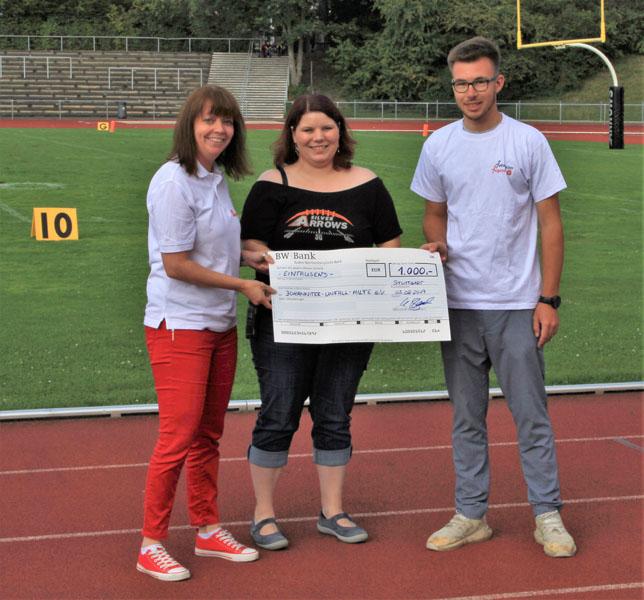 Die Silver Arrows überreichen den Johannitern einen Scheck i.H.v. 1.000€ als Dankeschön | Foto: Silver Arrows