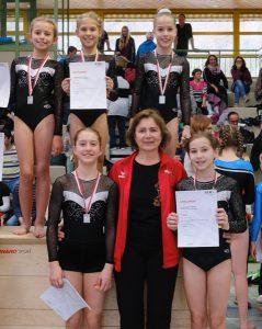 2. Platz für das Team des TF Feuerbach - oben v.l.: Rosa Weigele, Helena Rattka, Lilly Foht - unten v.l.: Pauline Schwarz, Nina Budke, Wanda Wassum | Foto: TFF