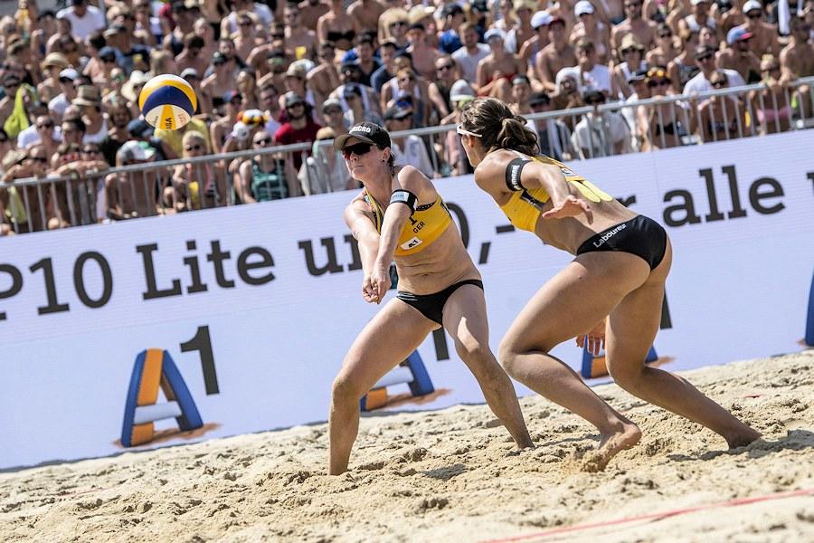 Stuttgarts Beachvolleyball-Nationalteam Chantal Laboureur/Julia Sude in Wien | Foto: Jörg Mitter/Beach Volleyball Major Series/Red Bull Content Pool