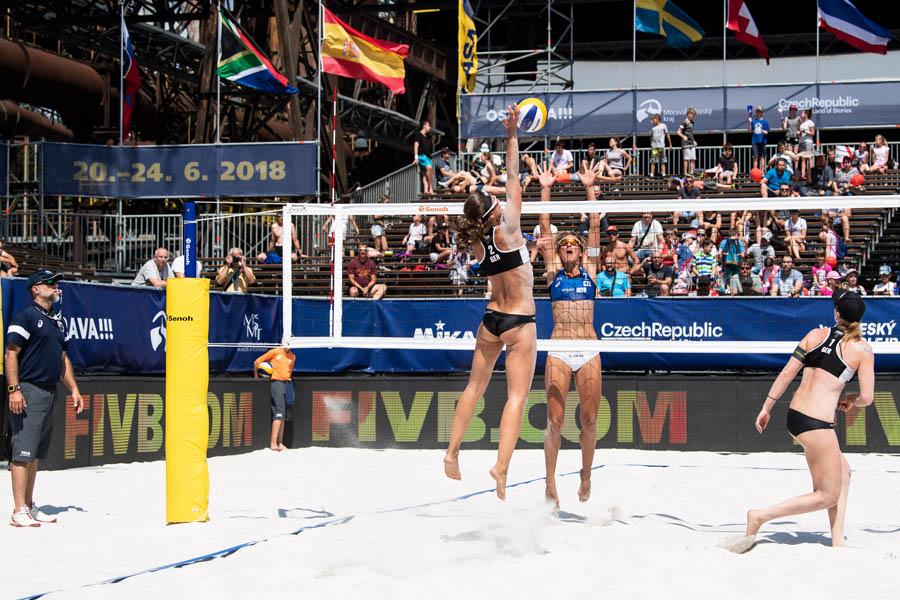 Das Deutsche Beachvolleyball-Nationalteam in ungewöhnlicher Kulisse in Ostrava   Foto: FIVB