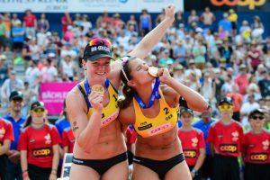Das Stuttgarter Beachvolleyball-Team Chantal Laboureur/Julia Sude gewinnt das Fünf-Sterne-Turnier der FIVB World Tour im schweizerischen Gstaad (Foto: FIVB)