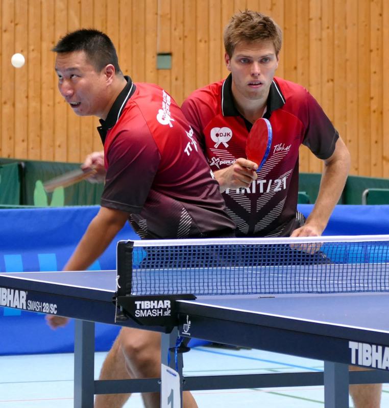 Hao Mu und Sven Happek sicherten in einem dramatischen Schlussdoppel das 8:8-Unentschieden für den Sportbund | Foto: M. Frosch