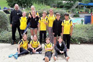 Jugendteams D und E mit Trainern Oli Thalau und Josi Becker (Foto: TBC)