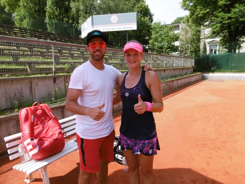 Ende gut, alles gut. Coach Danijel Krajnovic und Anna Zaja nach dem wichtigen Einzelsieg gegen Matviyenko | Foto: TEC