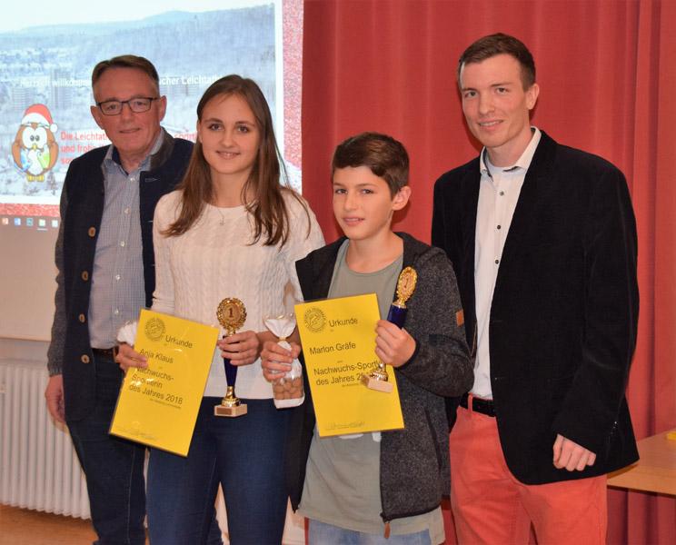 V.l.n.R.: Präsident Markus Bott, der/die Sportler/in des Jahres Anja Klaus und Marlon Gräfe, Sven Baumstark | Foto: Sportvg