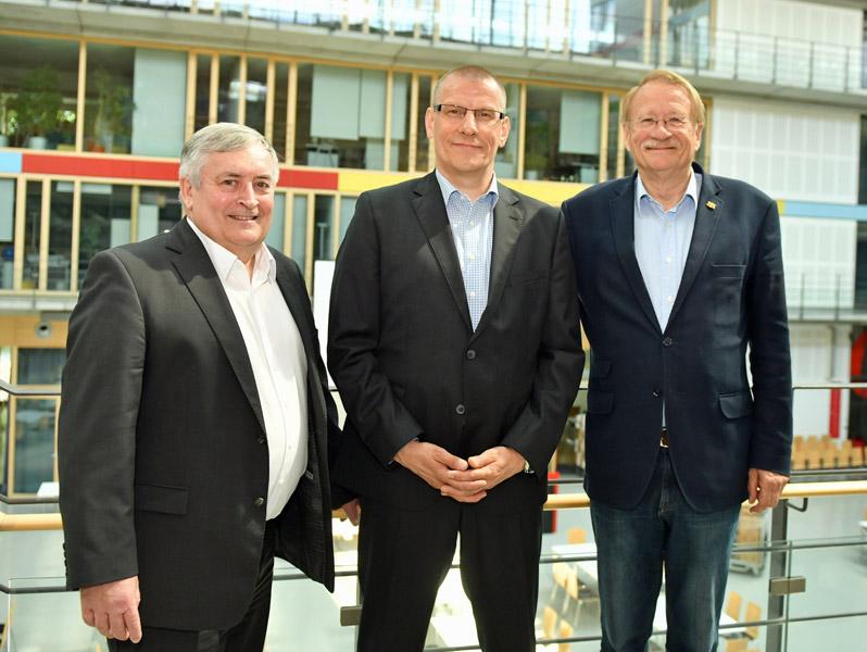 V.l.n.r.: aktueller STB-Vizepräsident Geschäftsführung Wolfgang Fleiner und sein Nachfolger Matthias Ranke sowie STB-Präsident Wolfgang Drexler | Foto: STB / Potthoff