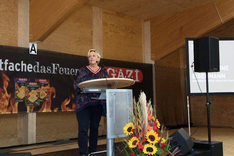 Frau Dr. Susanne Eisenmann, Kultus- und Sportministerin des Landes Baden-Württemberg, bei ihrem Grußwort (Foto: Antoine Le Minh)