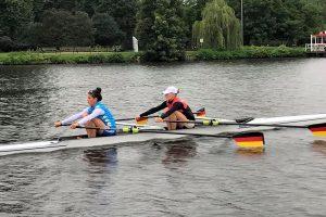 Janika Kölblin vom Stuttgart-Cannstatter Ruderclub mit Ihrer Partnerin Stephanie Weigt aus Hamburg im leichten Doppelzweier (Foto: SC Ruderclub)