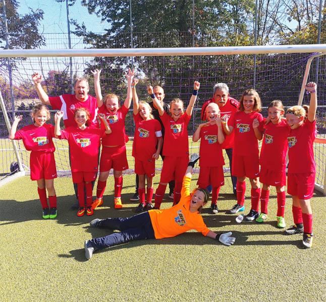 Die E-Juniorinnen des TSV Weilimdorf feiern ihren 15:0-Sieg | Foto TSV Weilimdorf