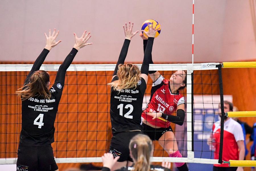 Julia Wenzel (rechts) und ihr Team von Allianz MTV Stuttgart II will in Sachsen den 3:0-Hinspielerfolg wiederholen | Foto: www.tombloch.de