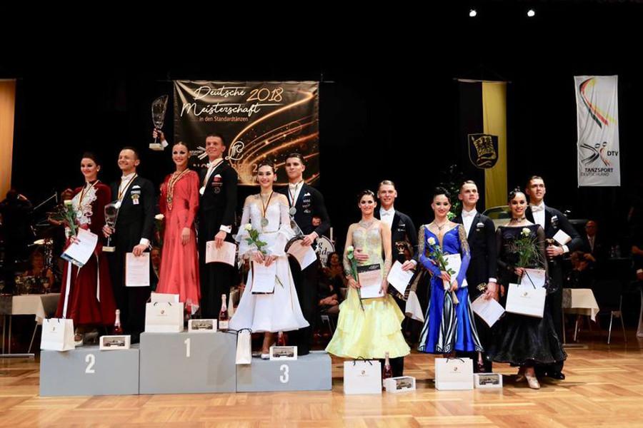 Die Siegerehrung der Deutschen Meisterschaft der Hauptgruppe Standard in Ludwigsburg   Foto: Bob van Ooik