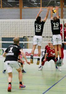 Nick Schulz (13) und Christian Copf (19) beim erfolgreichen Block | Foto: Nora Kellermann