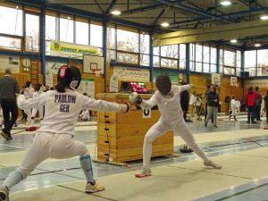 Annika Amler (TSF Ditzingen, re.) im U15-Degenfinale gegen Johanna Pahlow (TG Schwenningen)   Foto: Steffen Eigner