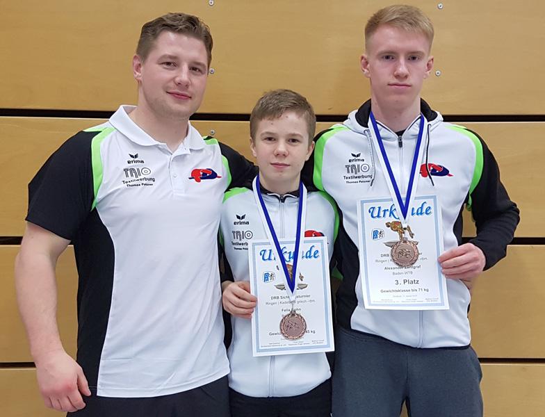 Trainer Kevin Strecker (li.) mit Alexej Nagorniy (mi.) und Alexander Zentgraf (re.)   Foto: SG Weilimdorf