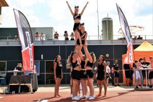 Die Cheerleader von Great Orange Fire zeigten vor dem Publikum ihr Können und wurden dafür mit Applaus belohnt.   Foto: Silver Arrows