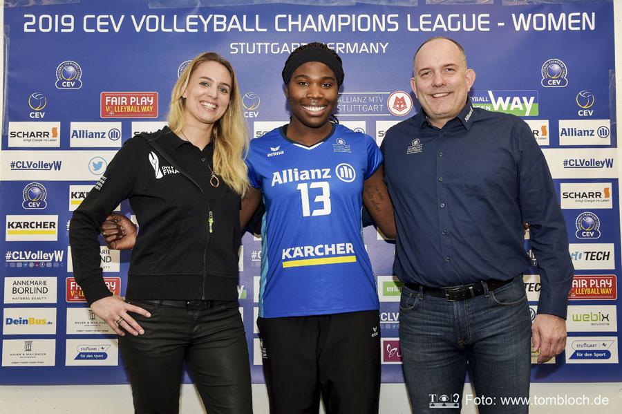 V.l.n.r.: Sportdirektorin Kim Renkema, Krystal Rivers, Geschäftsführer Aurel Irion | Foto: www.tombloch.de