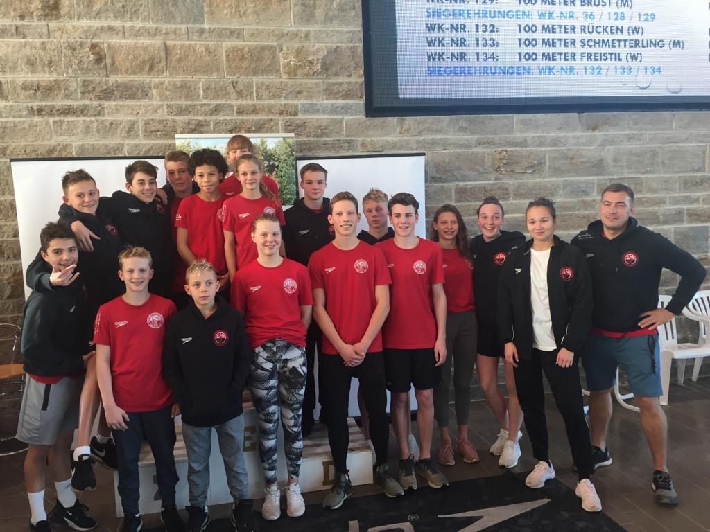 Die erfolgreichen Nachwuchsschwimmer des SV Cannstatt bei den Württembergischen Kurzbahnmeisterschaften in Neckarsulm | Foto: SVC