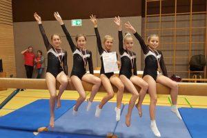 Das Team der 10/11-jährigen Turnerinnen des TF Feuerbach gewinnt Mannschaftsgold   Foto: TFF