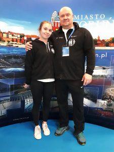 Degenfechterin Anja Händler (TSF Ditzingen) und ihr Trainer Zoltán Szegedi bei den Weltmeisterschaften der Junioren (U20) in Torun (Polen) | Foto: TSF