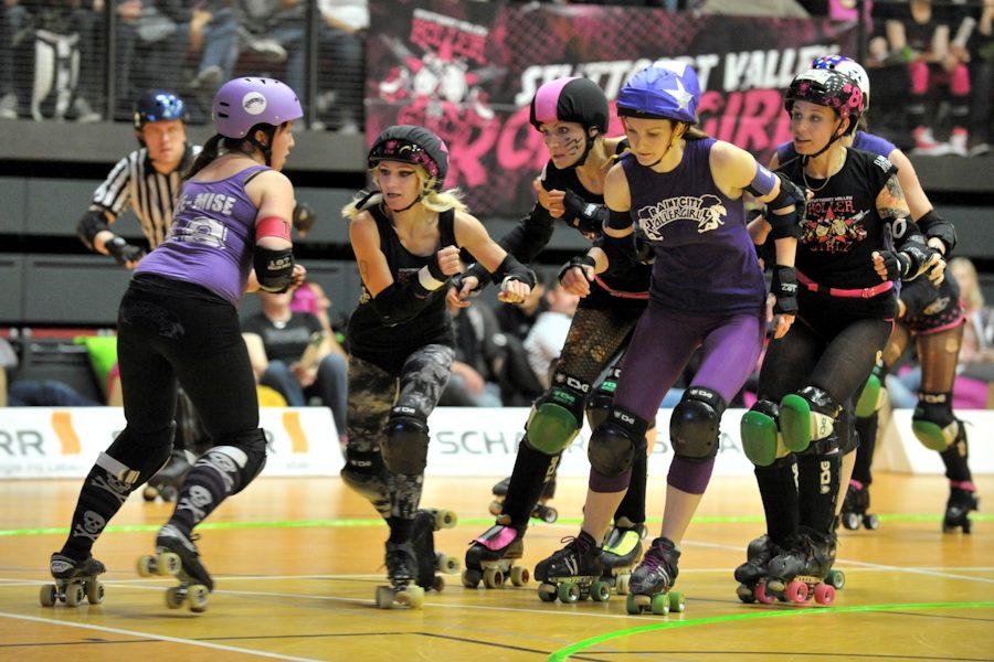 Roller Derby bei den Stuttgart Valley Rollergirls (Foto: www.tombloch.de)